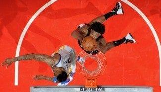 Los Warriors hacen historia ante los Clippers, con susto. Y DeAndre se carga un aro (Vídeo)