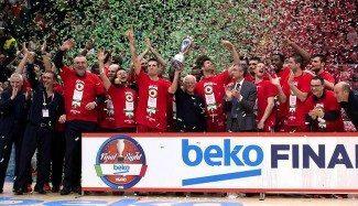 El EA7 Milán alza la Coppa 20 años después. ¡Gana la final al Avellino con menos valoración! (Vídeo)