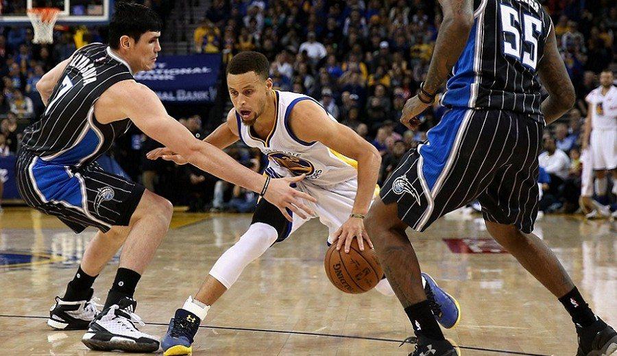 Warriors vuelven a su realidad: 45 triunfos caseros seguidos; más de 300 triples de Curry