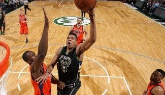 ¿Quién da más? Westbrook gana un duelo de triples dobles a Antetokounmpo (Vídeos)