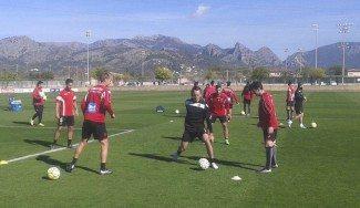 Nash, a tope con el Mallorca de fútbol: participa en el rondo del entrenamiento