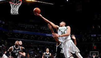 ¡Magic Antetokounmpo! ¡Un extraterrestre aterriza en Brooklyn en pleno domingo! (Vid)