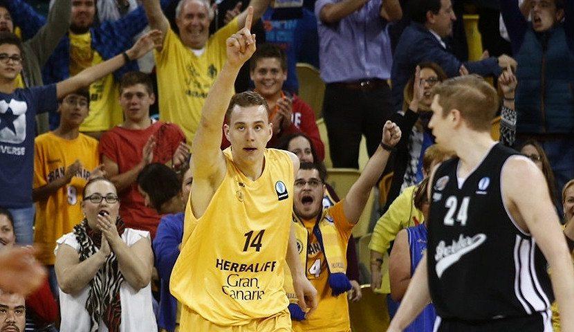 Porzingis elogia a Paseknics: «Ha mejorado su juego en el poste bajo en Gran Canaria»