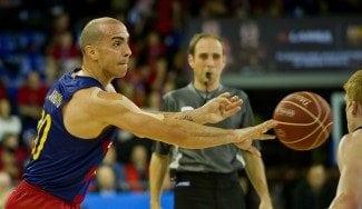 El Barça sigue líder: sobrevive al gran primer tiempo de Cooley y a la zona del Unicaja