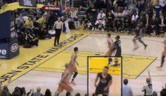 Sobrado ante los Suns: Curry lanza y baja a defender con el balón aún en el aire (Vídeo)