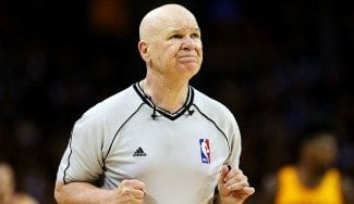 Adiós al árbitro NBA más polémico: una lesión retira a Joey Crawford, tras 39 años (Vídeo)