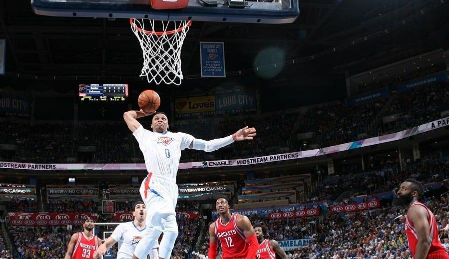 ¡Tercer triple-doble seguido de Westbrook! El cohete liquida al Harden más generoso (Vídeo)