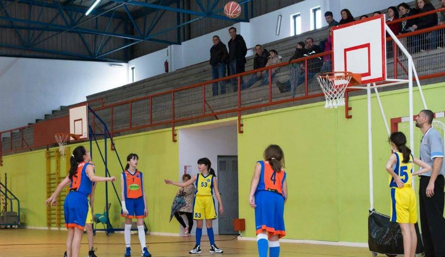 Mini Femenino: El Pontevedra deshace la igualdad al final ante el Viniequip Caldas