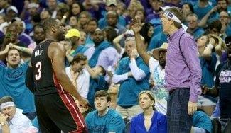 Wade empata: manda callar a un fan con sus primeros triples… ¡desde diciembre! (Vídeo)