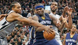 """Leonard lidera a unos Spurs arrolladores y Popovich le elogia… atrás: """"Es buen defensor"""""""