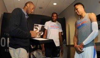 Homenaje a Bryant en OKC y asombro con Westbrook: triple-doble… ¡en al descanso!