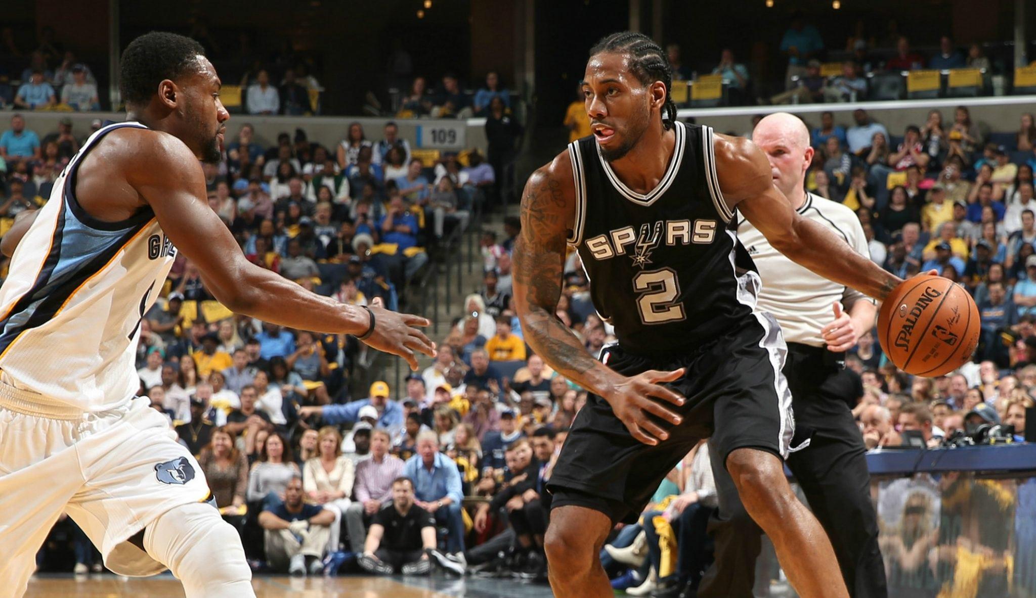 Kawhi Leonard, sin piedad: mete 32 puntos y hace de todo en el 3-0 de los Spurs (Vídeo)