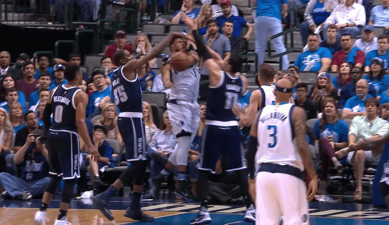 Los Thunder arrasan Dallas: taponazo, pique y lesión de Mejri, y expulsión de Durant (Vídeo)