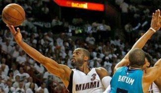 Wade hace historia para dar otra victoria a Miami. Batum se lesiona en Charlotte (Vídeo)