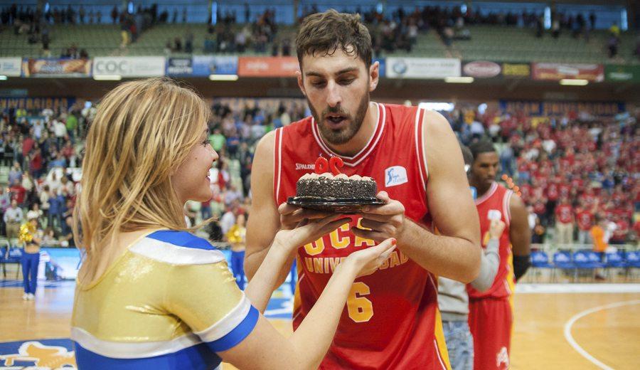 Antelo, cumpleaños feliz: sentencia con un triple la victoria del UCAM Murcia ante el Canarias