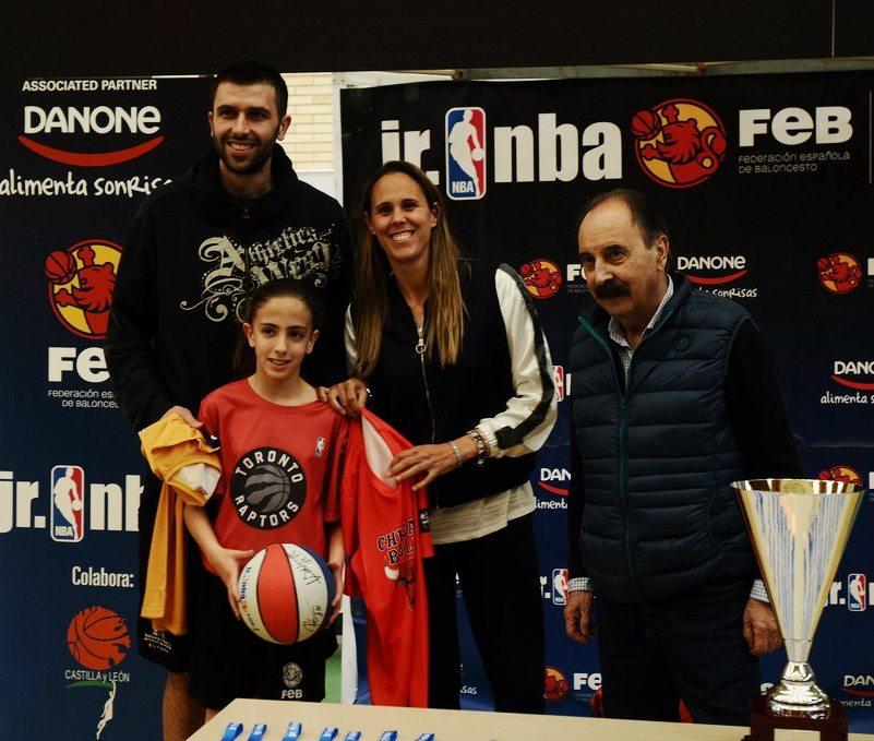 Las mete de todos los colores: Nerea Gutiérrez gana el concurso de triples de la liga Jr. NBA-FEB