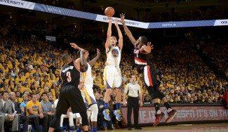 Los Warriors dan primero: triple-doble de Green y Klay Thompson haciendo de Curry (Vídeos)