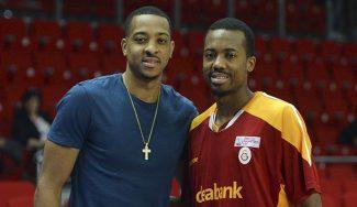 Le anulan un 3+1 a Errick McCollum y su hermano NBA reacciona en Twitter (Vídeo)