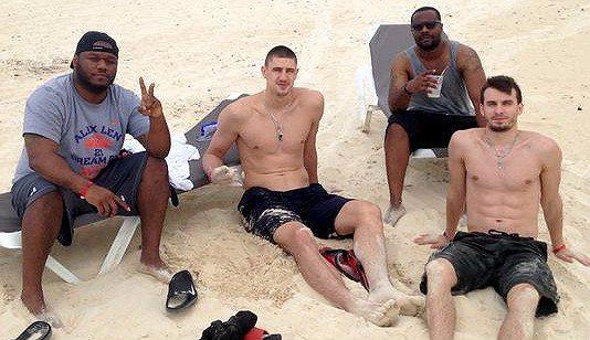 Alex Len, vigilante de la playa: el pívot de los Suns rescata a un amigo… ¡y a un socorrista!