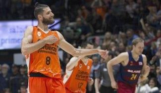 El Valencia tumba al Barça y aspira a ser líder; el Sevilla evita que el Manresa ya esté salvado