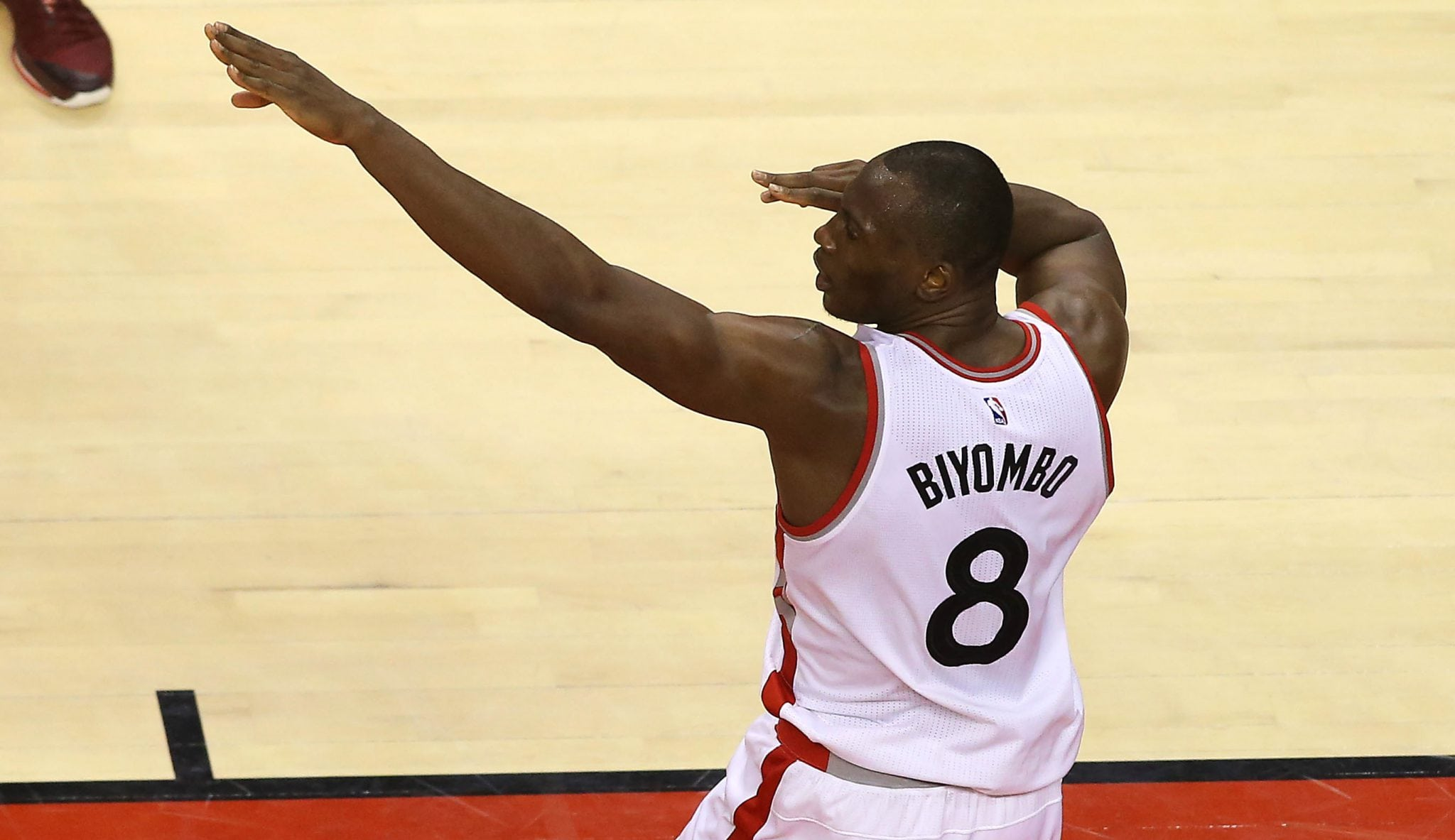 ¿Contratazo para Biyombo? Ejecutivos NBA le ven firmando entre 16 y 20 millones por año