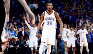 Oklahoma apabulla y elimina a los Spurs. Durant se sale… ¡y hace este brutal mate! (Vídeo)