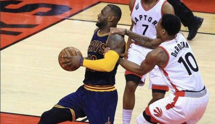 Toronto provoca la primera derrota de Cleveland en playoffs. ¡Vaya 2+1 de LeBron!