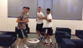 Nada que envidiar a los mayores: los junior del Real Madrid imitan el baile del primer equipo (Vídeo)