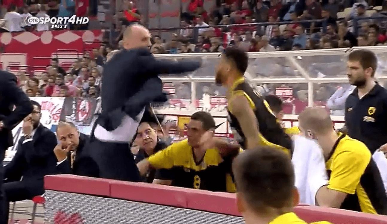 Zdovc suelta la mano: el entrenador del AEK casi agrede al ex ACB Taurean Green (Vídeo)