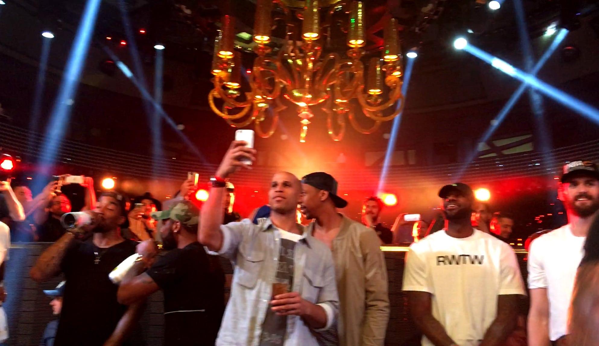 Los Cavs, de fiesta en Las Vegas: champán, billetes volando y JR sin camiseta (Vídeo)