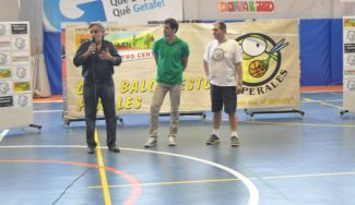 Tomás Bellas y Pepu Hernández, ídolos en Perales del Río. Trofeo fiestas del Carmen