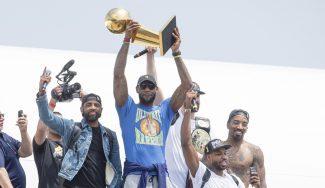 Increíble llegada de los Cavs a Cleveland y troleo de LeBron a los Warriors (Vídeo)