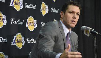 Walton insulfla optimismo y promete un juego alegre en los Lakers: «El futuro es brillante»