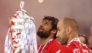 El Olympiacos recibe el título de Liga: Printezis llora, Papanikolaou baila… ¡Y Spanoulis canta! (Vídeos)
