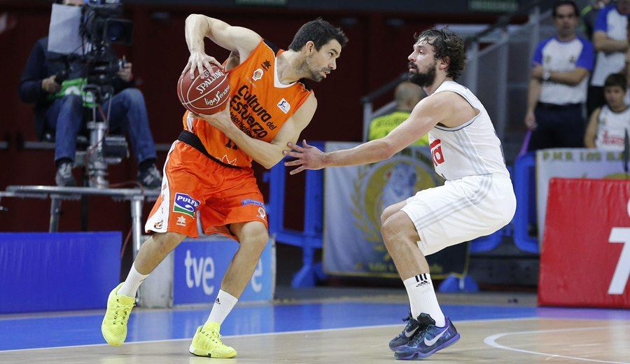 El Valencia buscará remontar sin Rafa Martínez: baja por una fractura en su mano izquierda