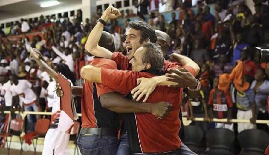 Ricard Casas y Tariq Kirksay, campeones de Angola. El técnico: «La clave, estar unidos»