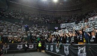 """El Ayuntamiento subvenciona al Bilbao con un millón de euros: """"O el equipo desaparece"""""""