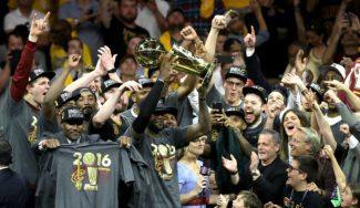 Los Cavs ganan a la historia: toman Oakland y logran su primer anillo. ¡Irving decide! (Vídeo)