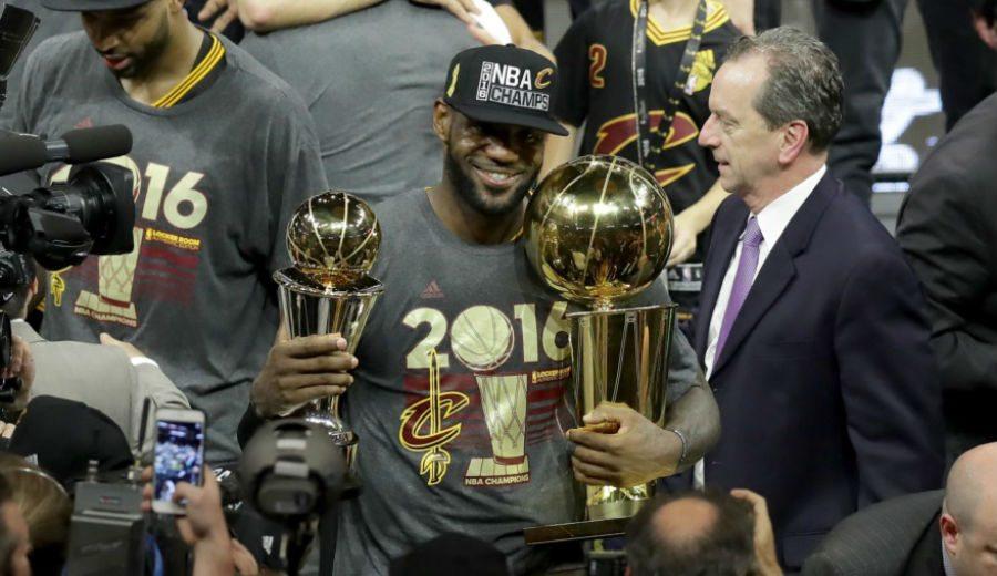 """El MVP LeBron llora tras saldar una deuda histórica: """"Cleveland, esto es para ti"""" (Vídeo)"""