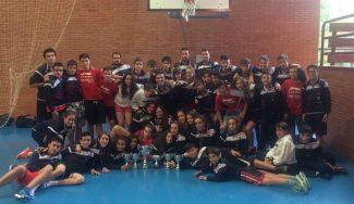 Agustinos despide la temporada en Cangas: el cadete femenino gana el torneo asturiano