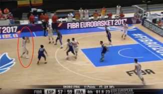 ¡A lo Curry! Marc García da el primer triunfo a España Sub-20 con este triplazo (Vídeo)