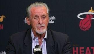 Pat Riley se fustiga por no renovar a Wade: «Tendría que haber hecho todo lo posible»
