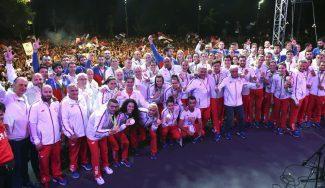 ¡Locura en Belgrado! Los equipos de basket, protas de la recepción olímpica serbia (Vídeo)