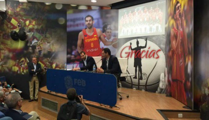 """Calderón llora al dejar la Selección: """"Más que con los éxitos, me quedo con los valores"""""""