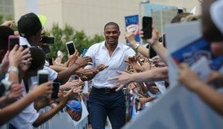 Gesto del alcalde, recado para Durant y baño de masas a Westbrook tras renovar (Vídeo)