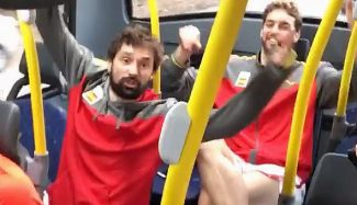 "España celebra el pase a semis cantando: ""Nos reímos solos, nos reímos con ganas"" (Vídeo)"