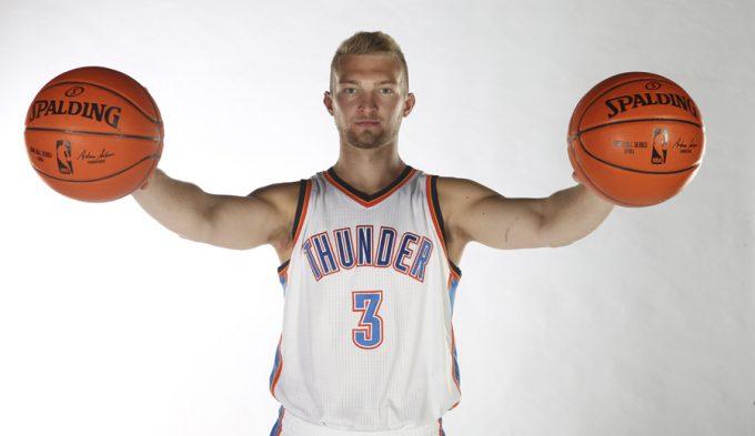 """Sabonis brilla en su debut con los titulares de los Thunder y Westbrook flipa: """"Sabe jugar"""""""