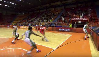 En el aire, de espaldas y con caño: asistencia para ganar en el último segundo (Vídeo)