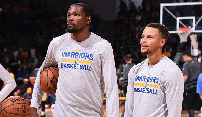 Los Warriors ganan y asustan: Curry enchufa 8 triples y Durant regala matazos (Vídeos)