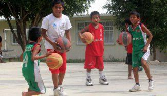 Una historia que asombra: de un centro de acogida a formar parte de un equipo de minibasket… ¡por un mate!